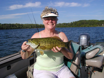 Mn fishing resort minnesota smallmouth bass fishing for Best fishing resorts in minnesota